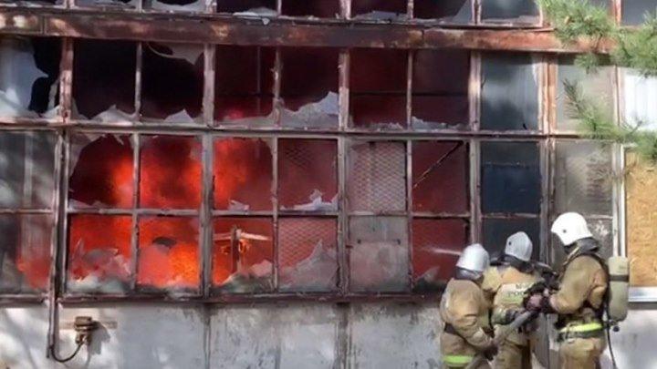 Площадь пожара на заводе пластмасс в Симферополе составила 1 200 кв. м