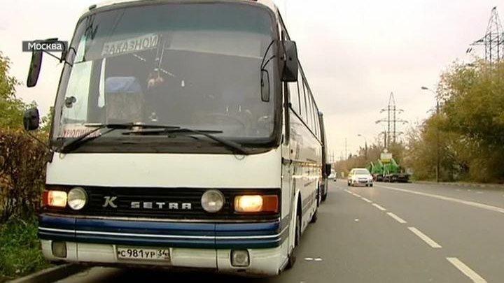 Водитель высадил ребенка посреди ночи из автобуса далеко от остановки