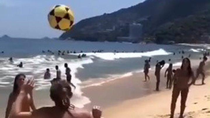Порно клип девушки играют в футбол