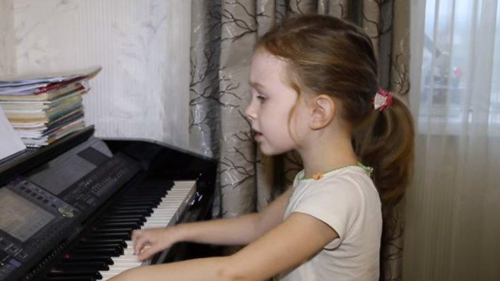 """""""Синий иней""""! Как же прикольно она поет всего в свои 6 лет!!!"""