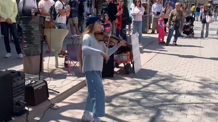 """Девочка играет """"Despacito"""" на скрипке! Как здорово!!!"""