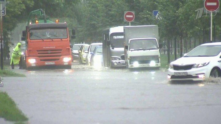 Краснодар приходит в себя после потопа, который накрыл половину города