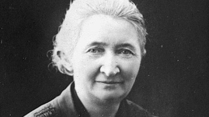 Карен Йеппе -Датская мама армянского народа . во время Геноцида она чудом спасла около двух тысяч армянских женщин, освободила от рабство от туркоподобных существ .Великая женщина царство ей небесное !