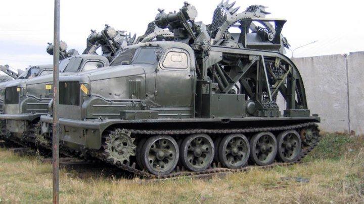 Быстроходная траншейная машина БТМ-3 в работе