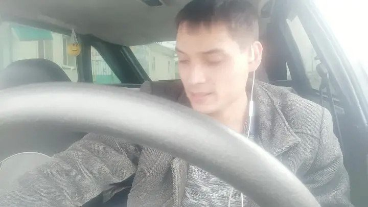 Вячеслав Чен поет из машины песню гр. Сладкий сон На белом покрывале января