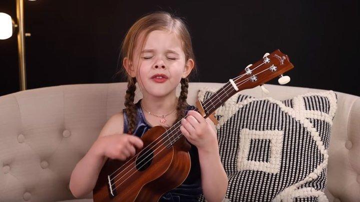 6-летняя девочка поет песню Элвиса Пресли! Без сомнения, будущая артистка!