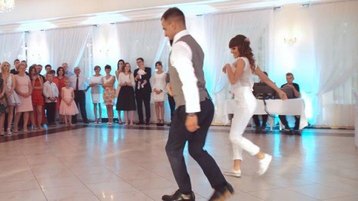 Здорово танцуют Бачату! Очень красиво...