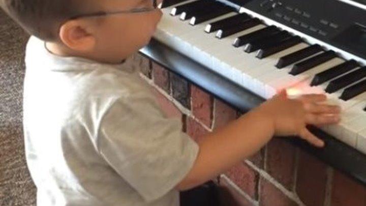 """""""Let It Be"""" - Beattles исполняет малыш! Вот это талант!!!"""