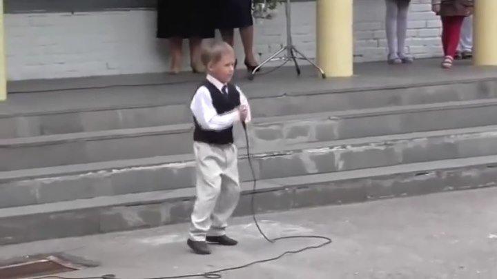 Вот это да! Малыш удивил всех. Настоящий Артист.