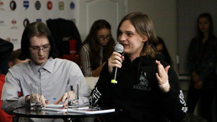 """Дебаты """"ДисКУТ"""": должeн ли беларусский язык быть единственным государственным?"""