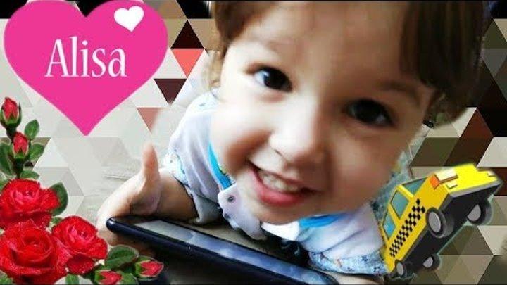 Алиса играет дома в планшет // ЧТО В МОЕМ ПЛАНШЕТЕ // Приложения Игры Детский канал Алиса