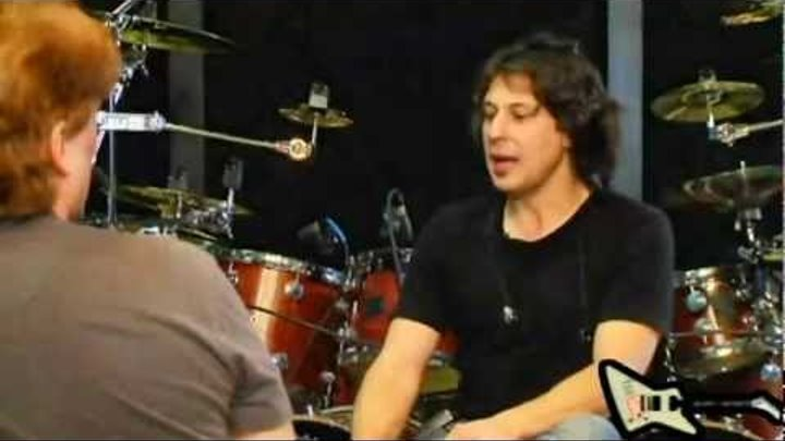DRUM BATTLE: Mike Portnoy vs Mike Mangini