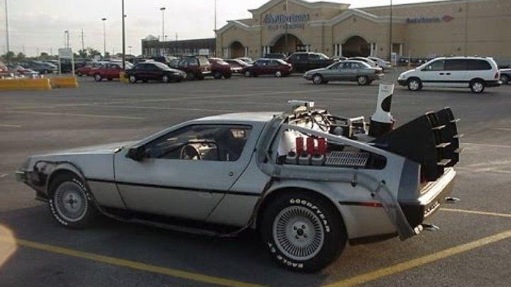 """легендарная машина из фильма """"назад в будущее"""""""