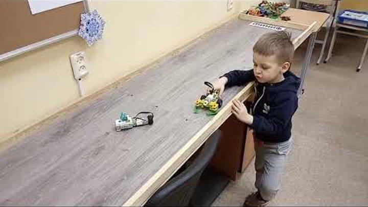 Детский центр робототехники Умник - как нужно чистить улицы от снега в Екатеринбурге