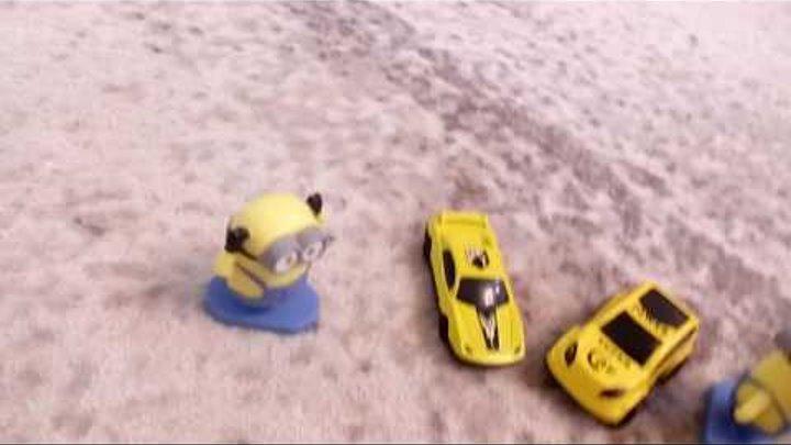 Машинки и миньоны. Игры с игрушками и машинами. Видео для детей.