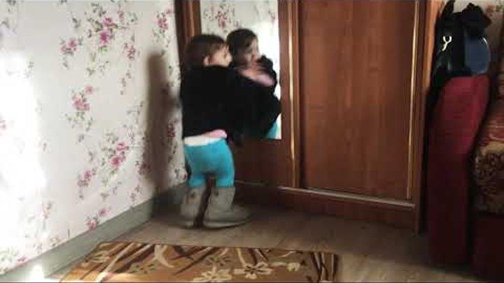 Детка, ты любишь рваные джинсы 2(музон качает, Ева танцует)