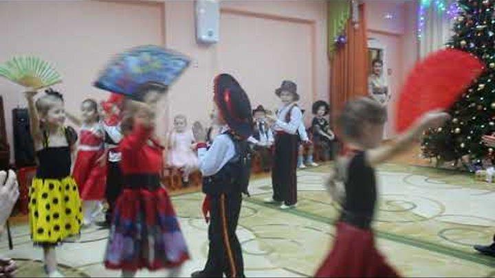 Новогодний утренник декабрь, 2017 г.Дети подготовительной группы исполняют испанский танец.