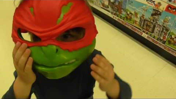 Идём в детский магазин игрушек купить Хот Вилс машинку Toys shopping в Англии Тойс Ар Ас