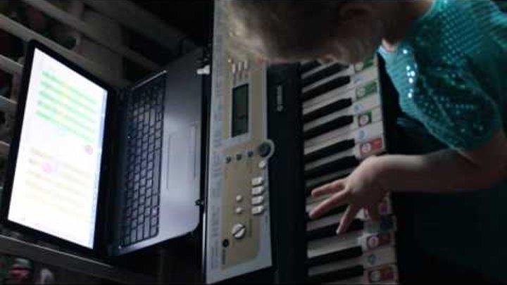 Конкурс «Софт Моцарт Музыкальная семья!» Алисочка 3г5м играет пьесу «Ода к радости» Бетховена Sof