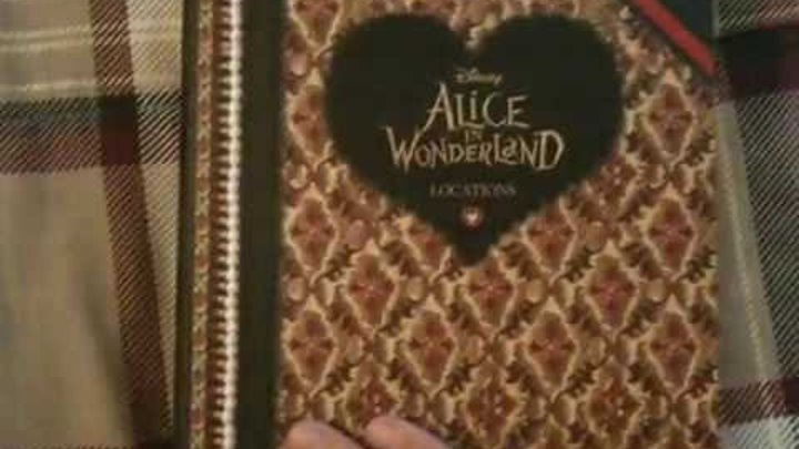 """Книга сюрприз """"Алиса в стране чудес"""" 2010 от Disney"""