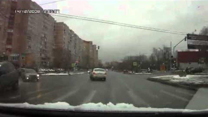 Пешеходы самоубийцы лезут под колеса
