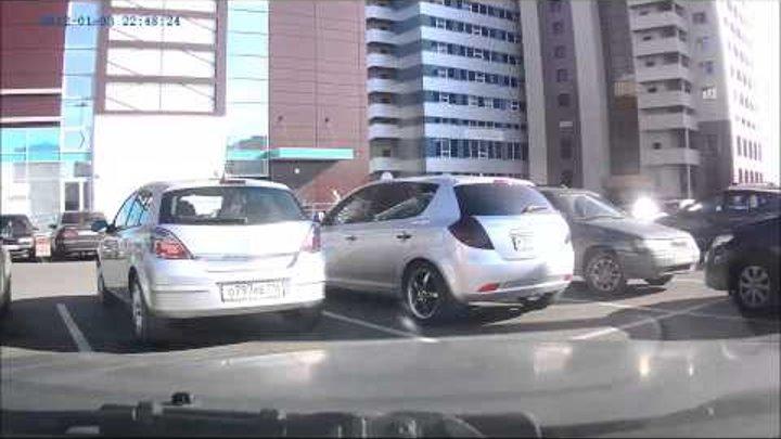 дтп на парковке ТЦ Тандем Казань.