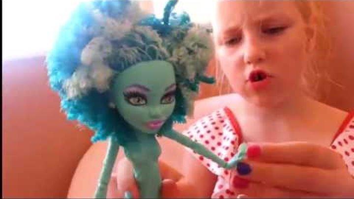 "Обзор куклы Хани Свомп Монстр Хай из коллекции ""Страх! Камера! Мотор!"""