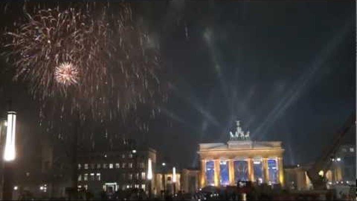Berlin Silvester Feuerwerk 2011 2012 am Brandenburger Tor Full HD