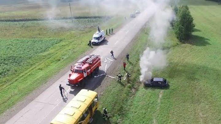 На трассе в Манском районе МЧС организовали учебную аварию с пассажирским автобусом и легковушкой