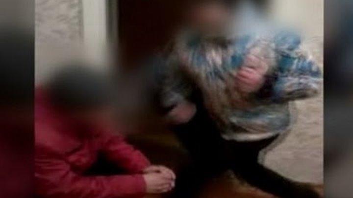 Видео девчонки унижают девчонок заставляют целовать ноги фото 537-197