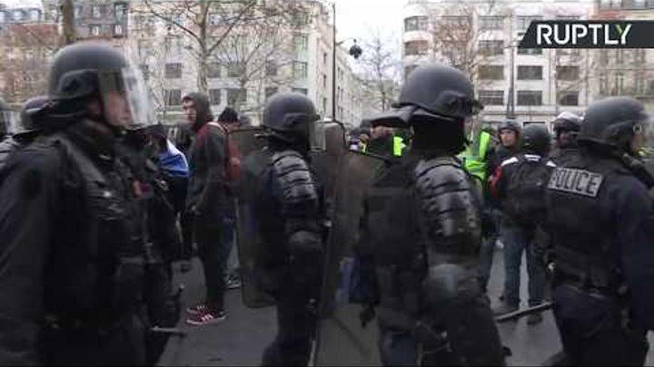 «Жёлтые жилеты» протестуют в Париже — LIVE_08-12-18