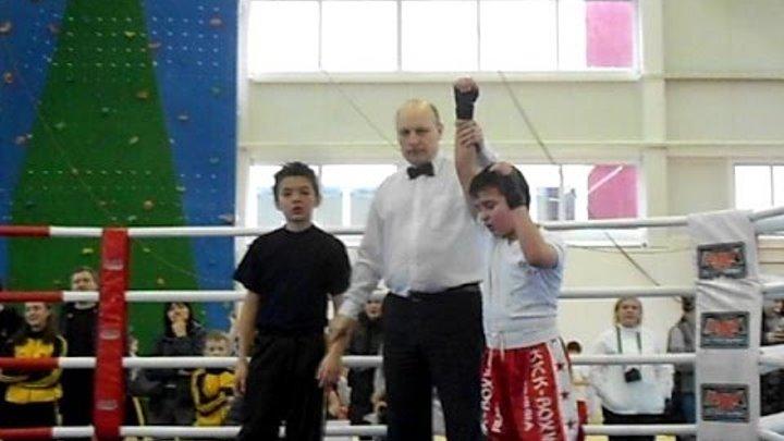 Алиев Зохраб кигбоксинг 2 бой честь погибших десантников 28.02ю15г