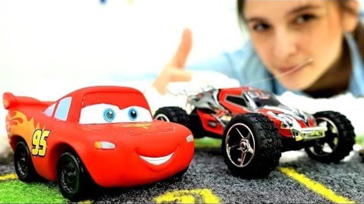 Видео для детей: Машинки и Молния Маквин! Снежные ГОНКИ на машинах