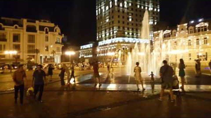 Отдых в Грузии Батуми ночью центр поющие фонтаны
