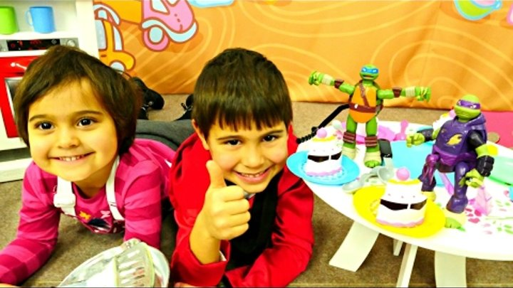 Видео с игрушками. Черепашки Ниндзя в кафе + БОНУС Мультик Черепашки Ниндзя - Трюки на Скейте