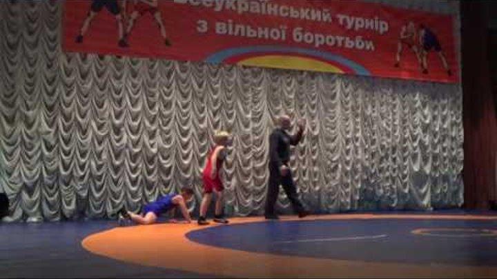 Саня Точ 2-я схватка красное трико