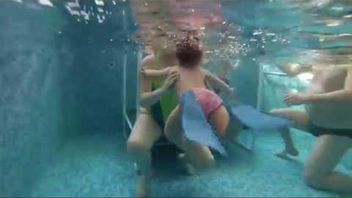 секс в общественном бассейне скрытая камера - 14