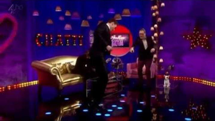 Drunk dirty dancing Thomassio (Tom Hiddleston)