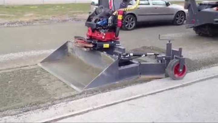 Avjämningsbalk med skopa till grävmaskin klipp 2