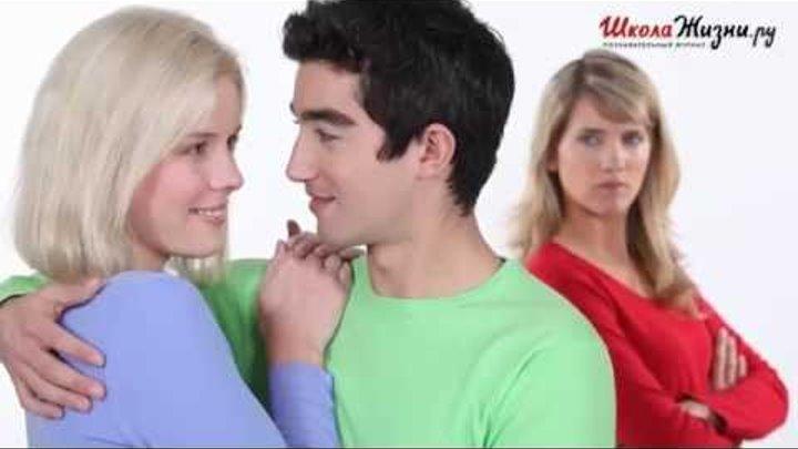 Почему Мужчины Смотрят на Других Женщин, даже когда Идут с Женой?