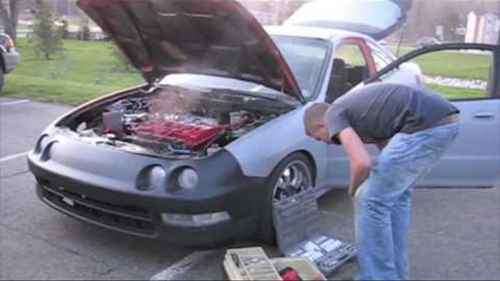 Must See! Gasket blows up in Integra and the kid decides to change it on the spot!