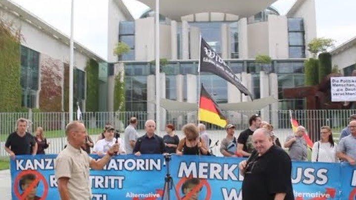 VOR ORT AKTUELL - MERKEL-MUSS-WEG-MITTWOCH VOM 15.AUGUST IN BERLIN - MITTE. MIT DETLEV FRYE , ...
