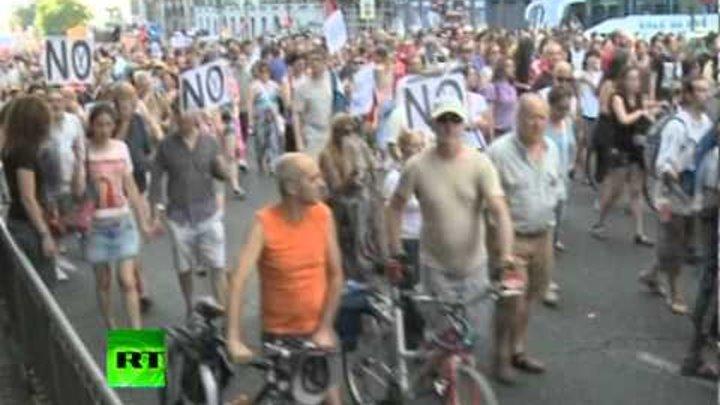 Кризис в Испании заставил тысячи людей выйти на улицы