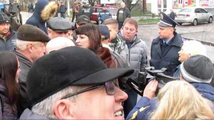 Демонтаж пам'ятника Котовському в Бердичеві 23.11.2015 р