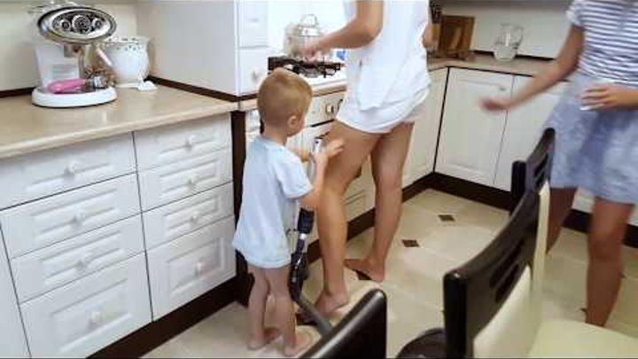 Пылесос убийца напал на МАМУ Bad Baby 😭 Пылесос атакует Вредные детки 😡 Vacuum attack Video for kids