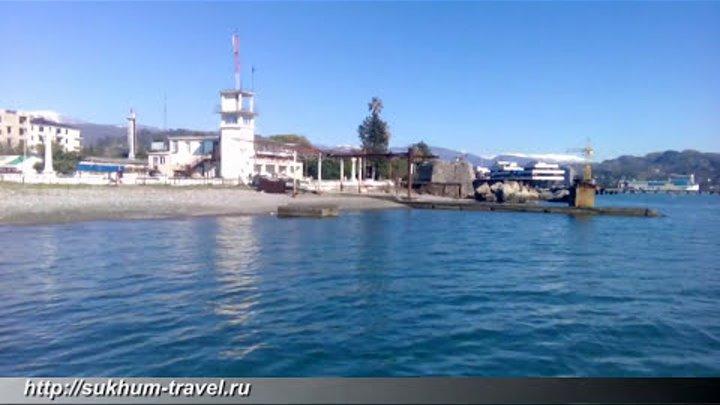 Сухум, Абхазия, Черное море, волны, шторм, пляж, голубое небо, солнце, отдых, курорт.