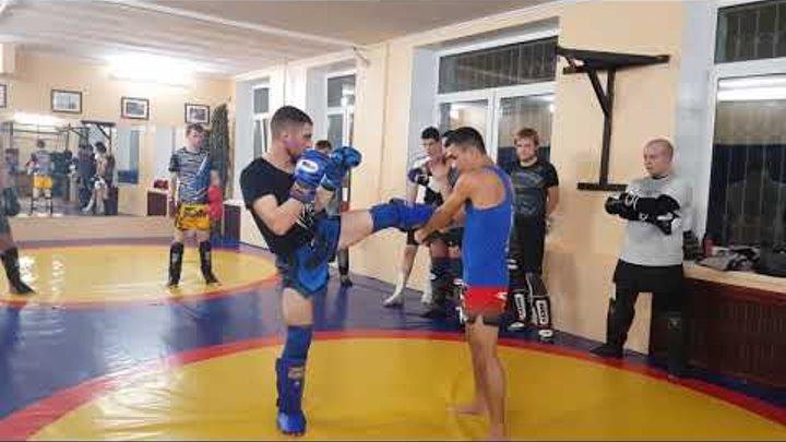Урок тайского бокса N 7 внешний захват ноги с подсечкой.