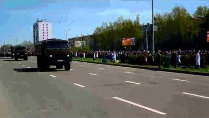 Военные КАМАЗы на параде Набережные Челны 09 05 14 xvid