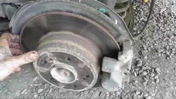 Как заменить тормозные диски и колодки в Мерседесе