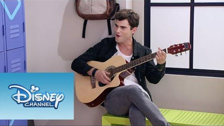 """Violetta: Momento Musical: Diego canta """"Ser quien soy"""" en la guitarra"""